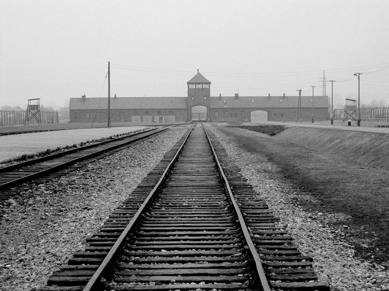 Auschwitz Birkenau Museum in Oswiecim Brzezinka tour visit