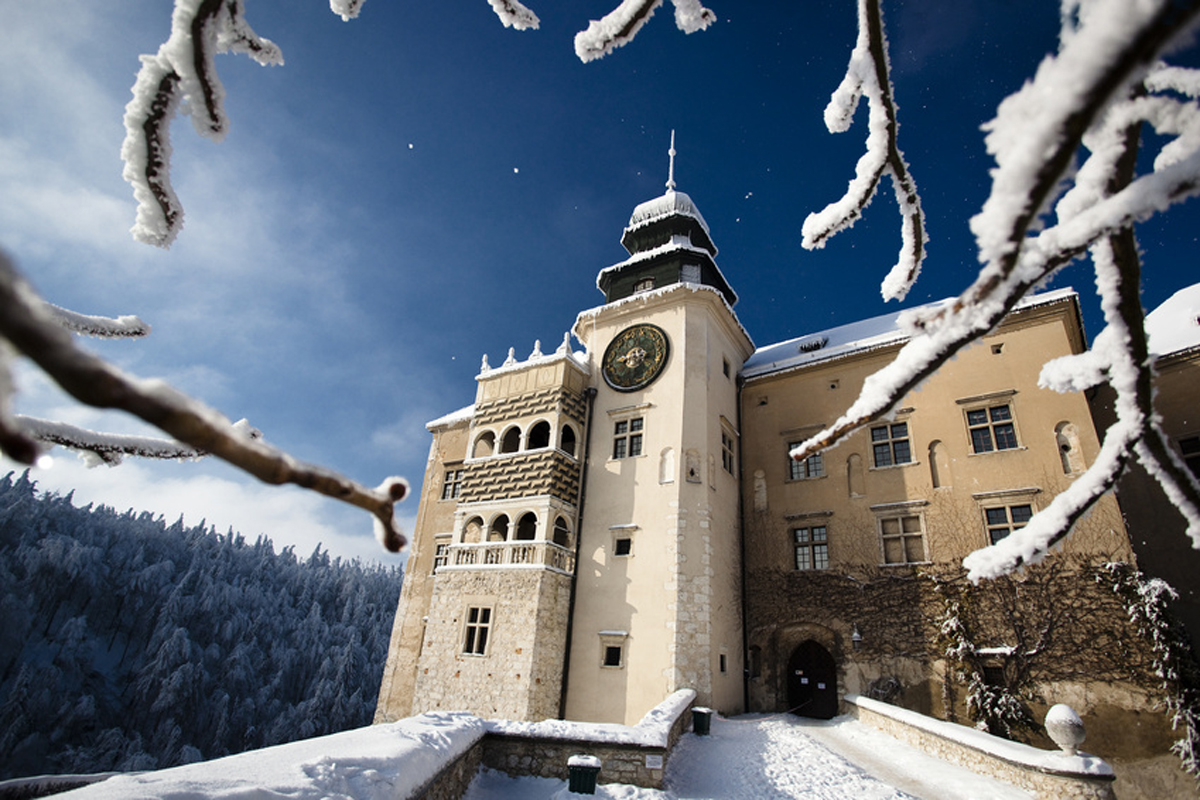 Pieskowa Skala Castle Ojcow National Park winter hiking tours from Krakow